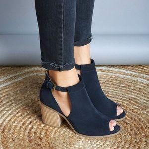 Sole Society navy Ferris heels
